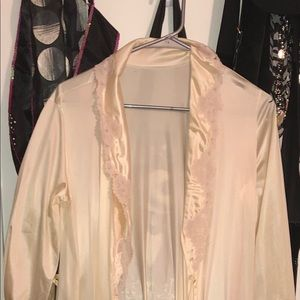 Other - Long eggshell silk robe